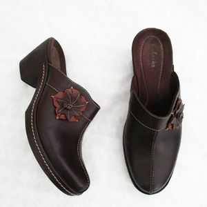 Clarks Brown leather mules 8M